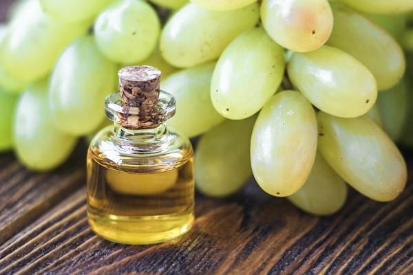 Kosmetyki nie tylko z olejkiem winogronowym. Zadbaj o swoje włosy.